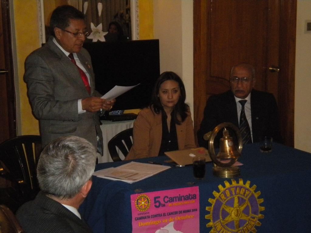 En la testera: GD Eduardo Irusta, Presidente Paola Mendoza, EGD Waldo Tapia