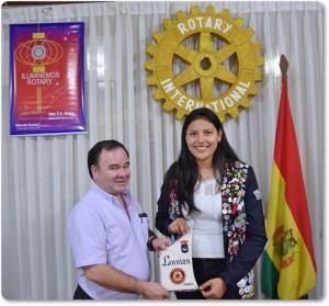 Belén Galarza Gutierrez regreso de su año de intercambio en Francia, intercambio de banderines