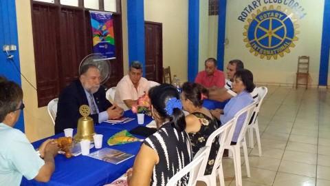 Gobernador de Distrito visita los clubes a inicios de su gestión