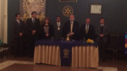 Gobernador del Distrito visita clubes de Sucre