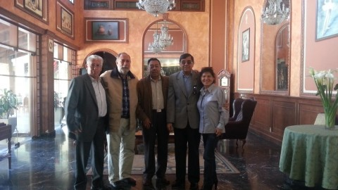 Gobernador Javier Méndez visita clubes de Cochabamba
