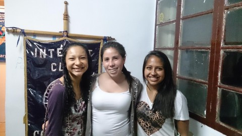 Rotary Club Cochabamba entrega oficinas para su club asociado de INTERACT.